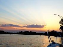 Puesta del sol en el lago del pewaukee fotos de archivo libres de regalías