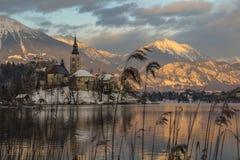 Puesta del sol en el lago sangrado Imagenes de archivo