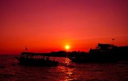 Puesta del sol en el lago sap de Tonle Fotografía de archivo