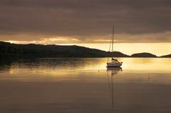 Puesta del sol en el lago Shieldaig Foto de archivo