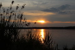Puesta del sol en el lago Steinberger Fotos de archivo