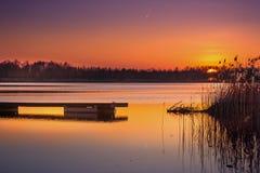 Puesta del sol en el lago del sumin fotos de archivo
