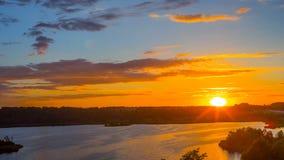 Puesta del sol en el lago, time lapse almacen de metraje de vídeo