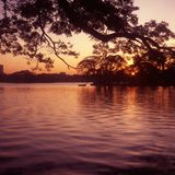 Puesta del sol en el lago Ulsoor, Bangalore, la India fotografía de archivo libre de regalías