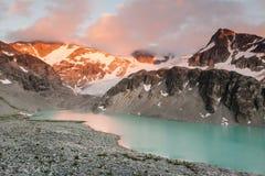 Puesta del sol en el lago Wedgemount imagen de archivo libre de regalías