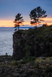 Puesta del sol en el lago y los árboles Imágenes de archivo libres de regalías