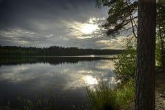 Puesta del sol en el lago Yläjärvi Imagenes de archivo