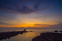 Puesta del sol en el Malaca derecho fotos de archivo