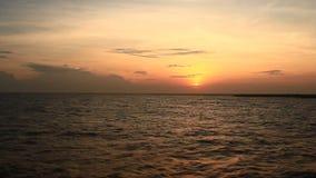 Puesta del sol en el mar almacen de video