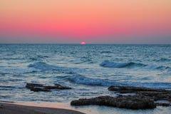 Puesta del sol en el mar Fotos de archivo libres de regalías
