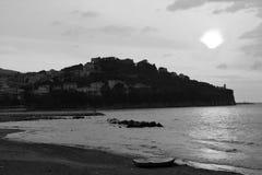 Puesta del sol en el mar Imagen de archivo libre de regalías