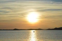 Puesta del sol en el mar adriático Fotografía de archivo libre de regalías