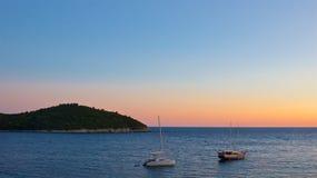Puesta del sol en el mar adriático en Croacia Fotografía de archivo libre de regalías