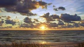 Puesta del sol en el mar Báltico metrajes
