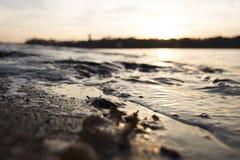 Puesta del sol en el mar Báltico imagen de archivo