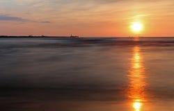 Puesta del sol en el mar Báltico Foto de archivo
