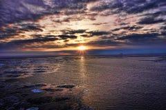 Puesta del sol en el mar Báltico helado Fotos de archivo libres de regalías