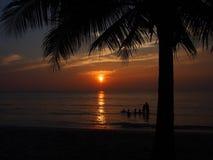 Puesta del sol en el mar de Tailandia Fotos de archivo