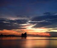 Puesta del sol en el mar de Tailandia Imagen de archivo