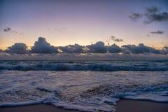 Puesta del sol en el mar del Caribe Fotos de archivo libres de regalías