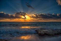Puesta del sol en el mar del Caribe Imágenes de archivo libres de regalías