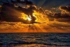 Puesta del sol en el mar del Caribe Imagenes de archivo