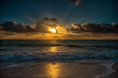 Puesta del sol en el mar del Caribe Imagen de archivo libre de regalías