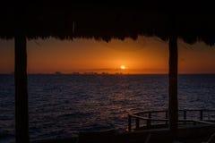 Puesta del sol en el mar del Caribe Fotos de archivo