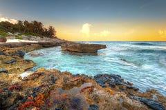 Puesta del sol en el mar del Caribe en México Imágenes de archivo libres de regalías