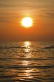 Puesta del sol en el mar en formato de retrato Foto de archivo