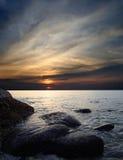 Puesta del sol en el mar en la isla de Koh Chang Fotos de archivo