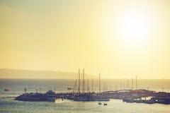 Puesta del sol en el mar, fondo del viaje Foto de archivo