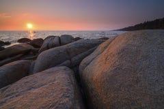 Puesta del sol en el mar, khao del hin de Larn Imagen de archivo