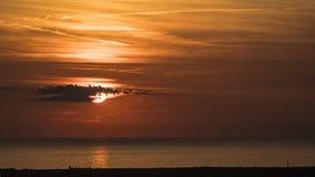 Puesta del sol en el mar toscano imagen de archivo libre de regalías