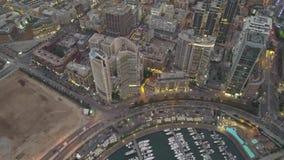 Puesta del sol en el mar Vuelo sobre puerto deportivo y centro de la ciudad de la bah?a de Beirut Zaytunay Tiro a?reo del abej?n  metrajes