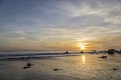 Puesta del sol en el EL Matador Beach, California Fotografía de archivo libre de regalías