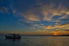 Puesta del sol en el mediterráneo Foto de archivo libre de regalías