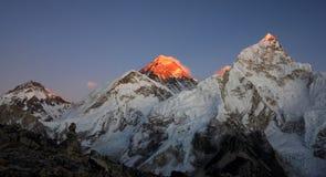 Puesta del sol en el montaje Everest Imagen de archivo libre de regalías