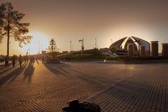 Puesta del sol en el monumento famoso de Paquistán foto de archivo