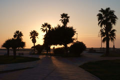 Puesta del sol en el muelle en Chipiona Imágenes de archivo libres de regalías