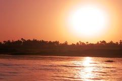 Puesta del sol en el Nilo Foto de archivo
