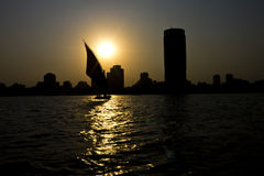 Puesta del sol en el Nilo en El Cairo Foto de archivo