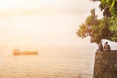 Puesta del sol en el océano Foto de archivo libre de regalías