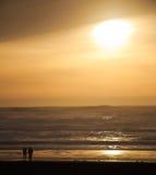 Puesta del sol en el océano Fotos de archivo