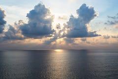 Puesta del sol en el océano abierto Imagen de archivo libre de regalías