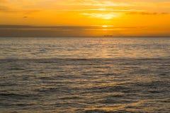 Puesta del sol en el océano abierto Fotografía de archivo libre de regalías