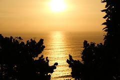 Puesta del sol en el Océano Pacífico imagen de archivo libre de regalías