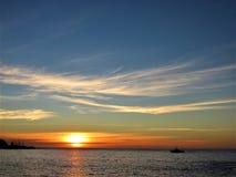 Puesta del sol en el Pacífico fotos de archivo libres de regalías