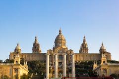 Puesta del sol en el palacio nacional de Barcelona Imagen de archivo libre de regalías