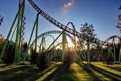 Puesta del sol en el parque de atracciones Foto de archivo